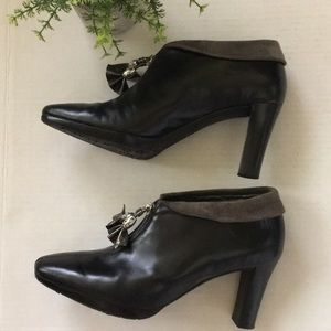 BRIGHTON Stacey black ankle booties